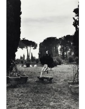 In a garden near Rome - Helmut Newton
