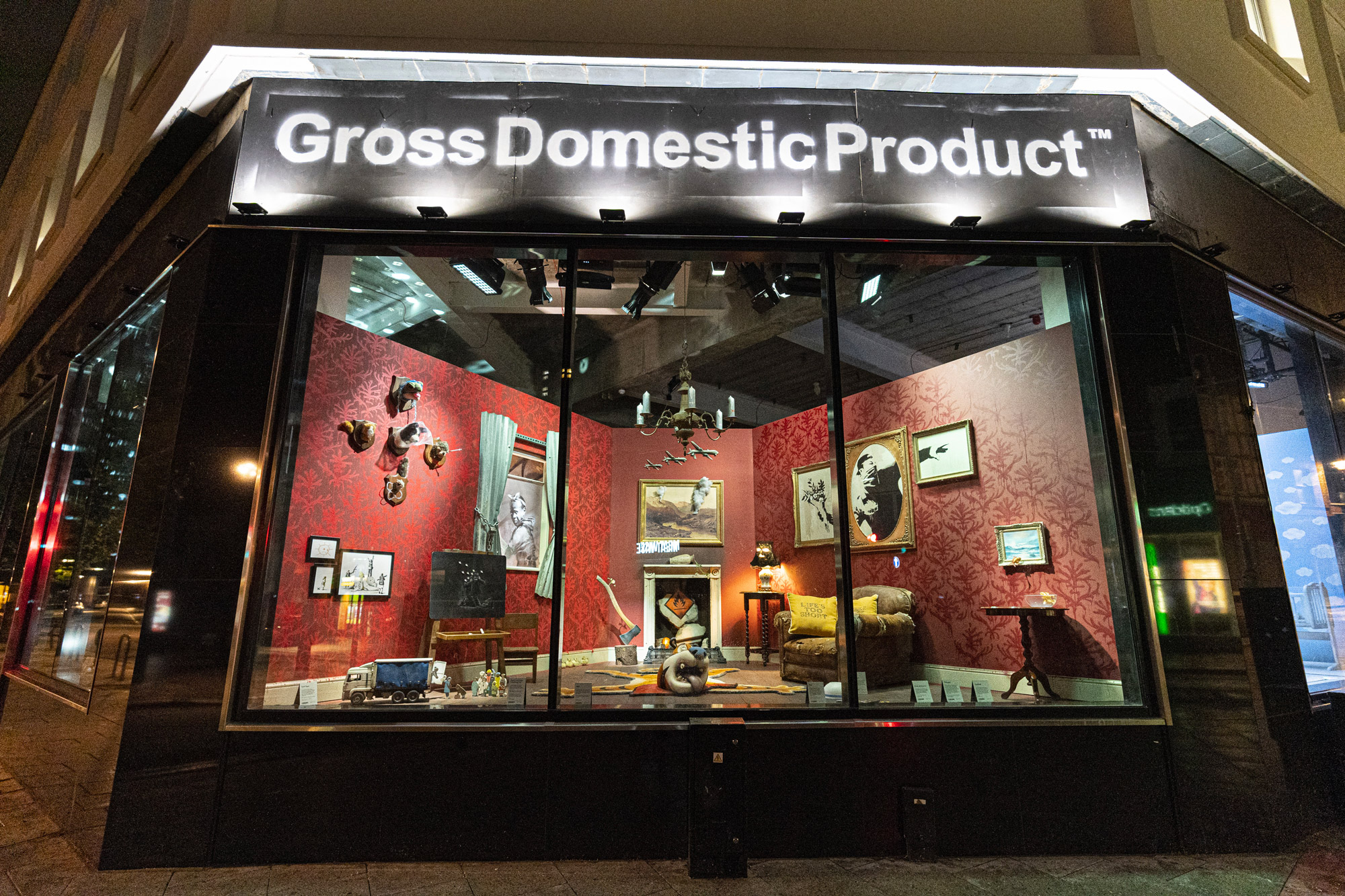 "Banksy Apre il ""Gross Domestic Product"""