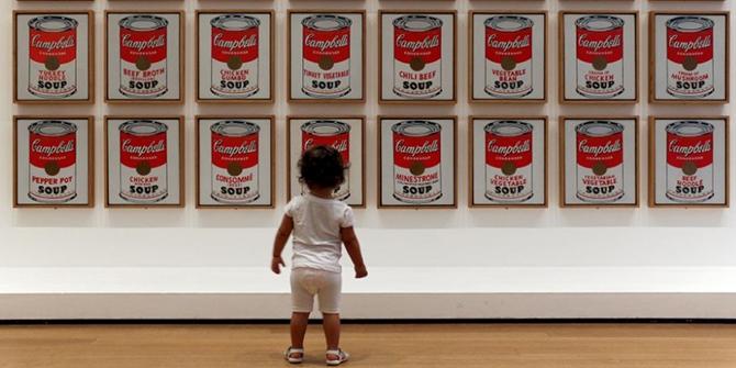 Le 32 della Campbell's Soup di Andy Warhol esposte nel 1962 a Los Lngeles